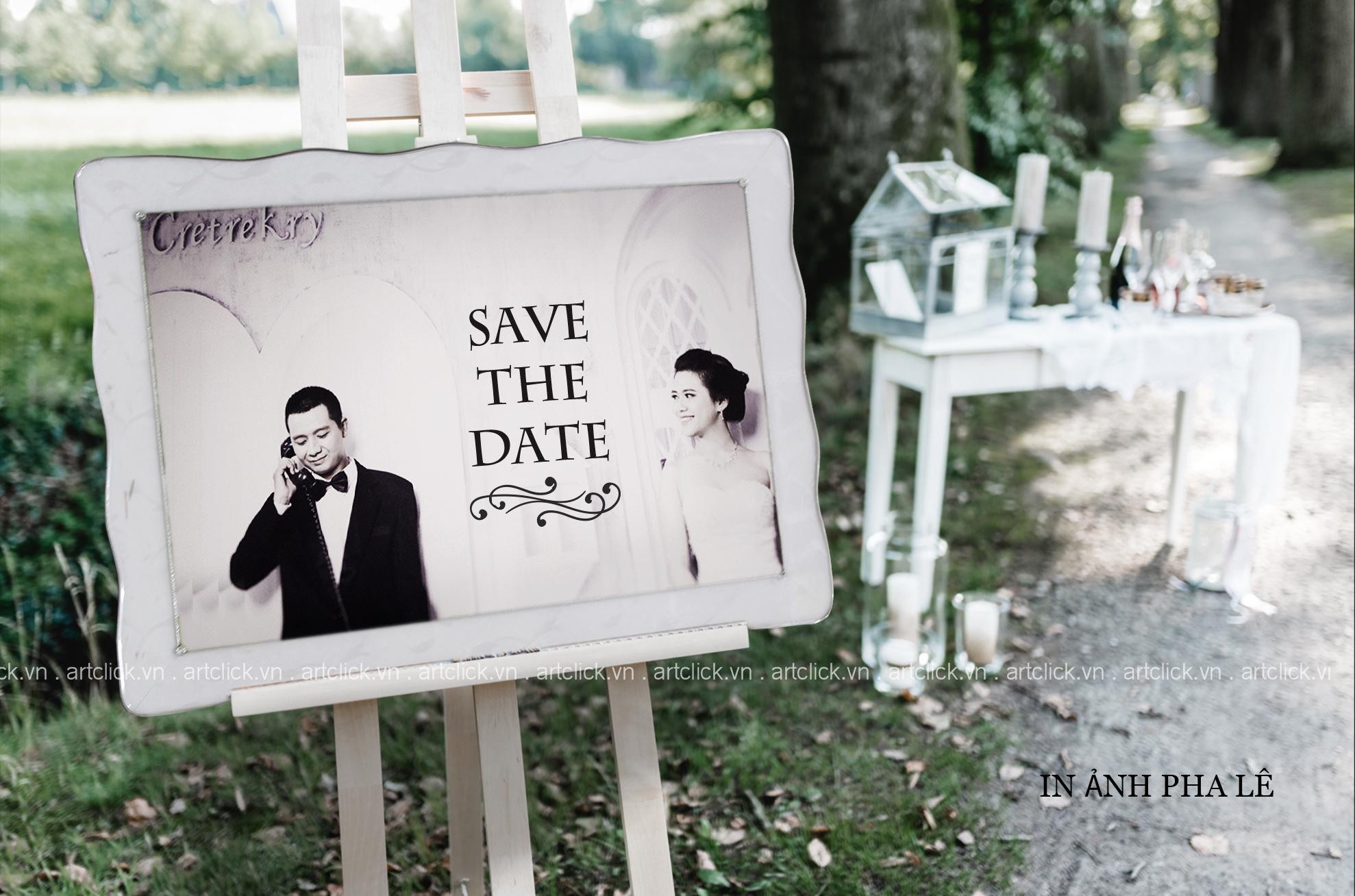 khung hình cưới để cổng pha lê.jpg